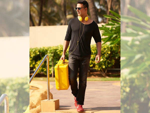 Akshay Kumar Shares A Sexy New Click And Gives A Hera Pheri Twist To It