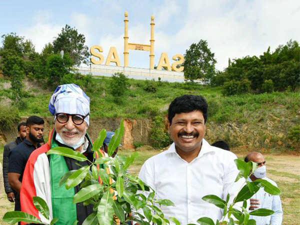 Amitabh Bachchan participates in Green India Challenge