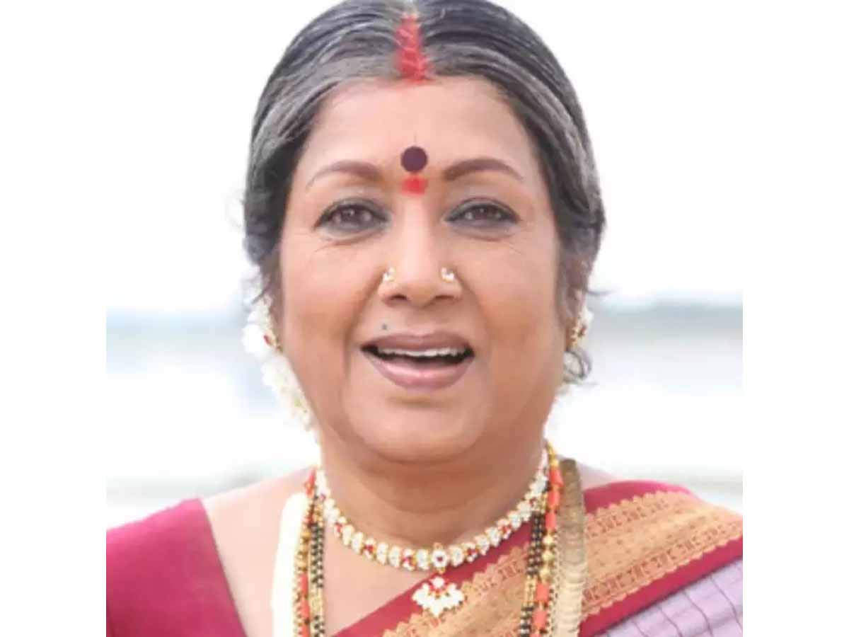 Veteran Kannada actress Jayanti breathed her last in Bengaluru this morning. The actress was 76 years old and was admitted to the hospital a couple of weeks back after she complained of breathlessness. She had been suffering from asthma for 35 years and passed away fighting the same. Her son Krishna Kumar confirmed the news to a leading daily and said that she passed away in her sleep in a private hospital in Bengaluru.   Jayanti worked in several films that received a lot of love from the audience as well as the critics. She won the Filmfare Award for Best Actress for Edakallu Guddada Mele in 1974 and Thulasi in 1977. RIP!