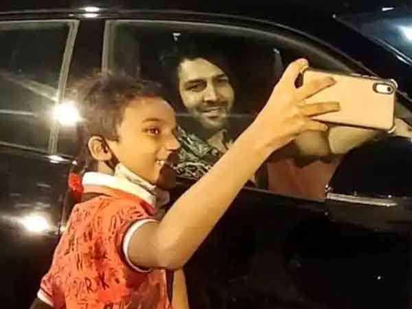 Kartik Aaryan makes time for a young fan, video and pics go viral