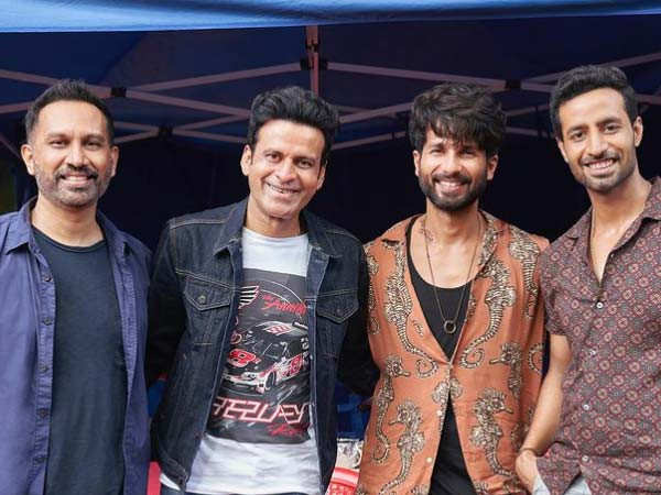 Shahid Kapoor and Manoj Bajpayee are all smiles in this new picture