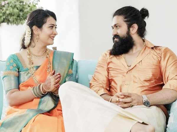 KGF star Yash and wife Radhika Pandit perform house-warming ceremony for their new house