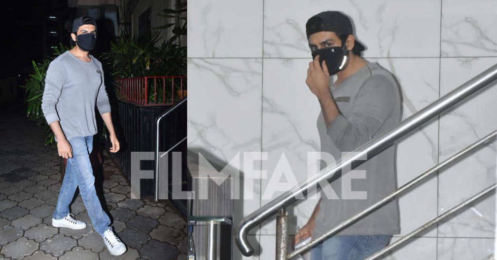 Photos: Kartik Aaryan snapped in the city