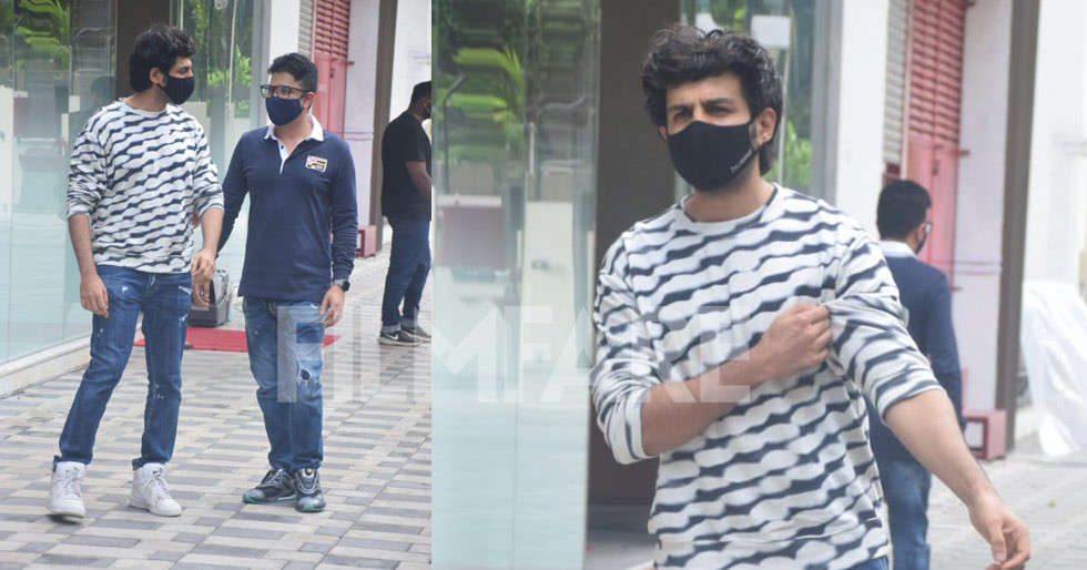 Kartik Aaryan clicked with Bhushan Kumar looking uber cool in a monochrome attire