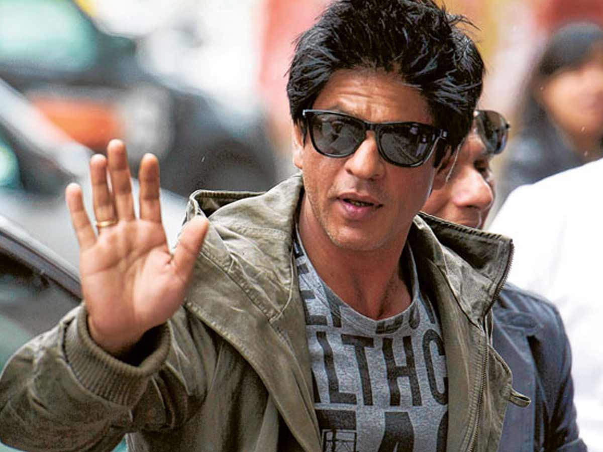 Desi Twitter go crazy after Shah Rukh Khan features with