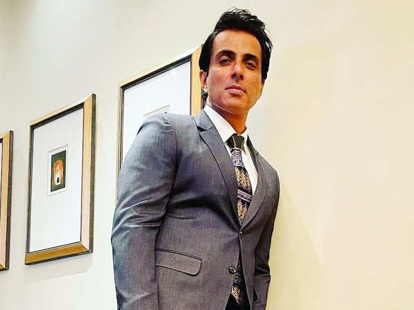 Troll asks Sonu Sood for an iPhone for his girlfriend, actor replies