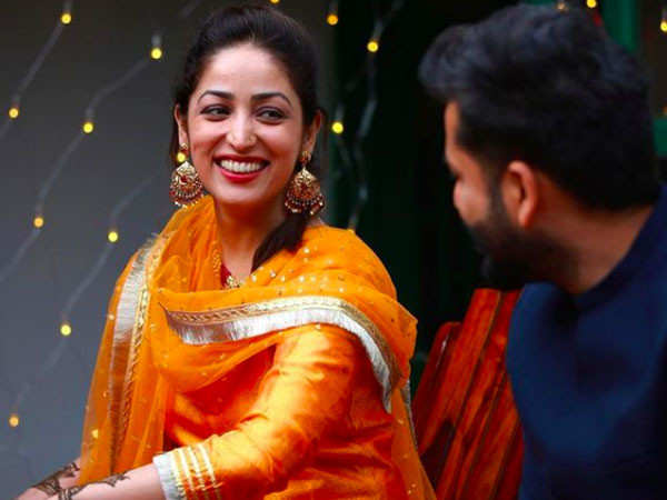 Yami Gautam shares beautiful candid pictures from her mehendi ceremony