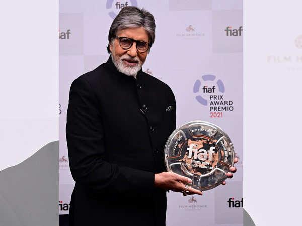 Amitabh Bachchan pens a heartfelt note post receiving the 2021 FIAF Award
