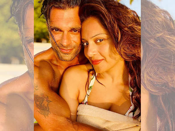 """""""Bipasha Basu and me look hot together,"""" Karan Singh Grover waxes eloquent about his ladylove"""