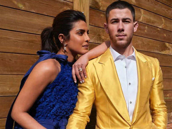 Check out Nick Jonas helping his wife Priyanka Chopra Jonas take the Oscar statue home