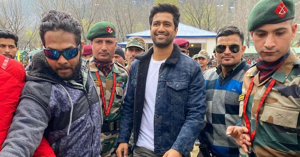 Vicky Kaushal visits Indian Armyâs Uri camp in Kashmir