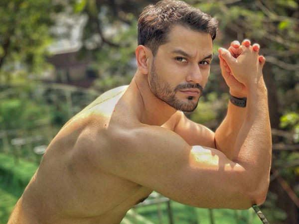 What was Kunal Kemmu wearing when he first met mother-in-law, Sharmila Tagore? Find out