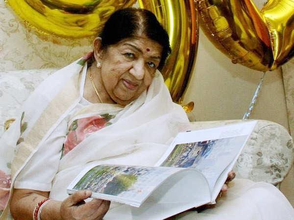 Lata Mangeshkar donates INR 7 lacs to the Maharashtra CM's Relief Funds