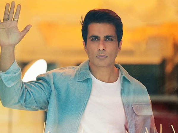 Sonu Sood and team arrange 16 oxygen cylinders for 22 critical patients