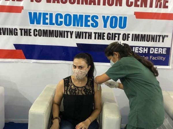 Preity Zinta takes the second dose of the vaccine