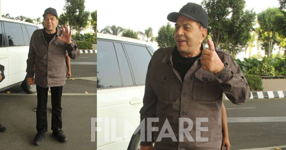 Veteran star Dharmendra clicked at the airport
