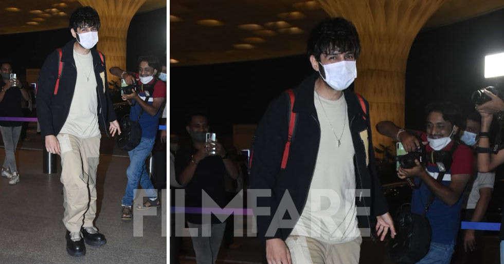 Cuteness alert: Kartik Aaryan clicked at the airport