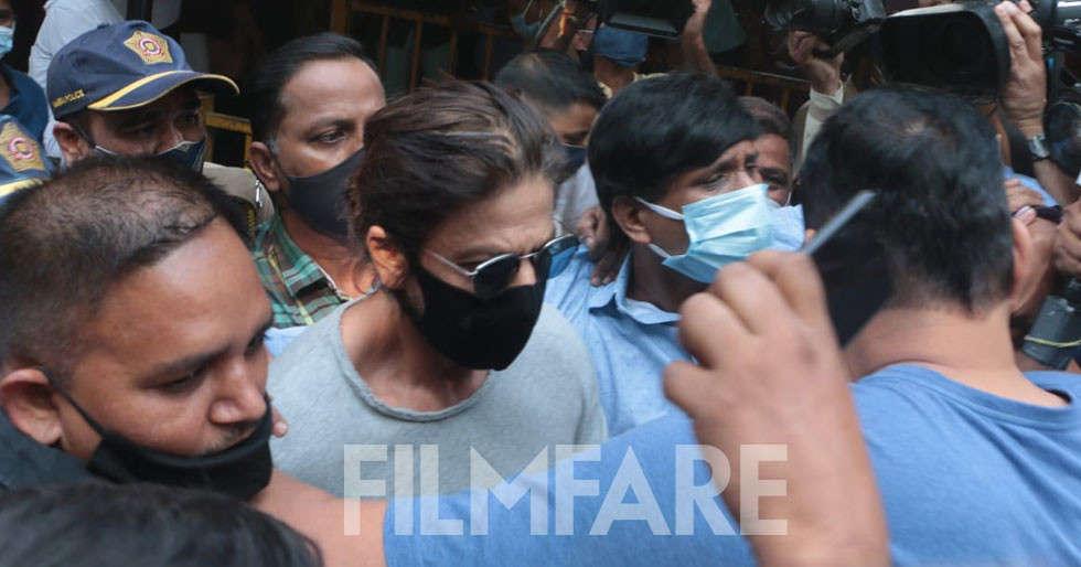Shah Rukh Khan reaches Arthur Road jail to meet son Aryan Khan