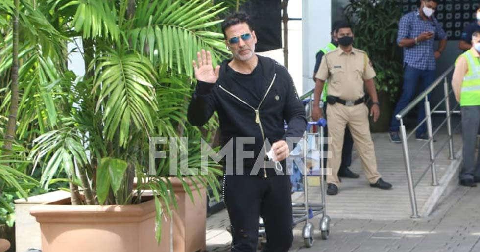 Kareena Kapoor Khan & fly welcome Lord Ganesha into their