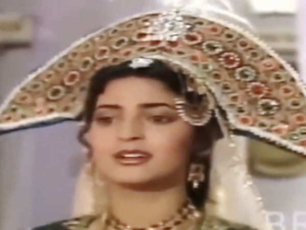 This video of Juhi Chawla from her first show is nostalgic as hell