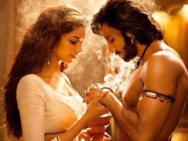 Ranveer Singh asks Deepika Padukone to heat the food, calls her Queen