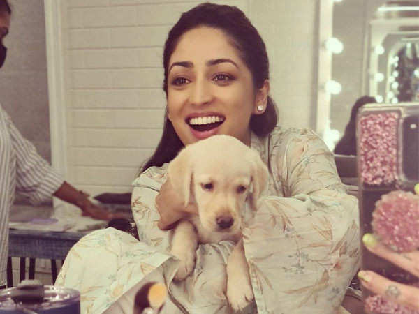 Yami Gautam had a visitor on the set who made her happy