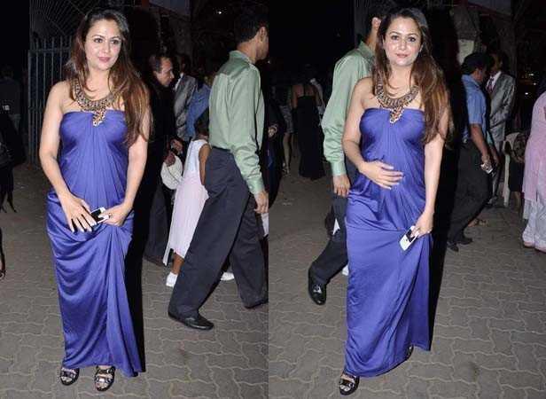 Karisma, Kareena and Malaika at midnight mass | Filmfare.com