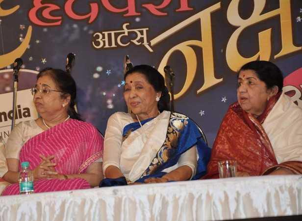 Usha Mangeskar, Asha Bhosle, Lata Mangeshkar