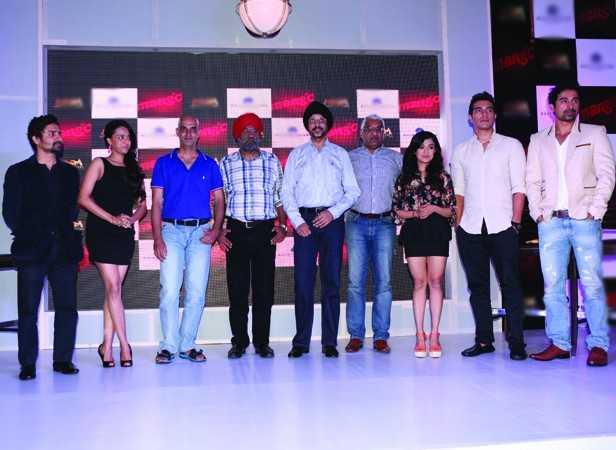 Left to right Monali Thakur, Harman, Swara Bhaskar, Rannvijay, Chandan Roy Sanyal