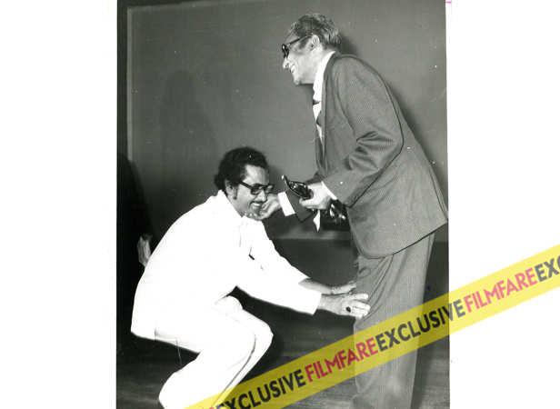 Kishore Kumar and Ashok Kumar at Filmfare Awards