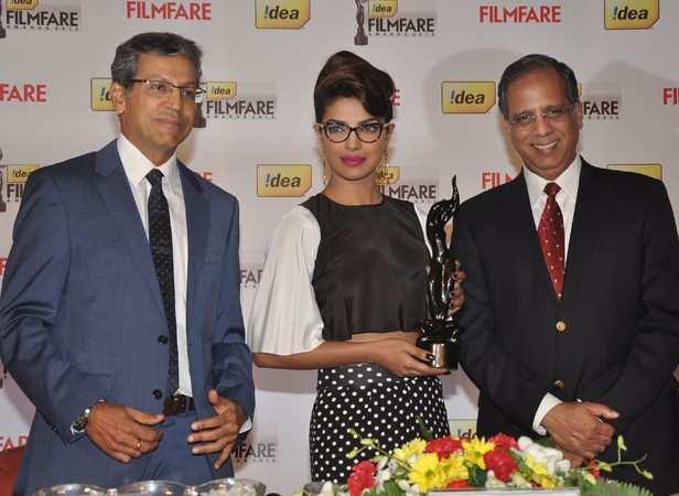 Priyanka Chopra with Mr. Tarun Rai, WWM CEO and Rajat Mukerji, Chief Corporate Affairs Officer, Idea
