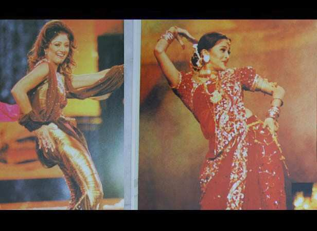 Shilpa Shetty and Aishwarya Rai Bachchan performing at 48th Filmfare Awards
