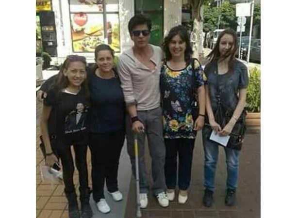 Shah Rukh Khan with fans