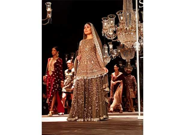 Sabyasachi lakme fashion week august 2018 Different Hairstyles To Try with Sarees - m