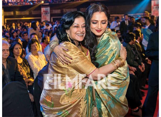 Moushumi Chatterjee hugs Rekha