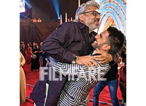 Ranveer Singh lifts up Sanjay Leela Bhansali