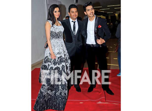 Divya Khosla Kumar, Bhushan Kumar and Armaan Malik pose together