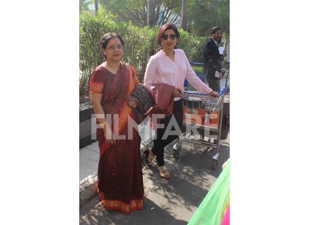 Shreya Ghoshal with her mother