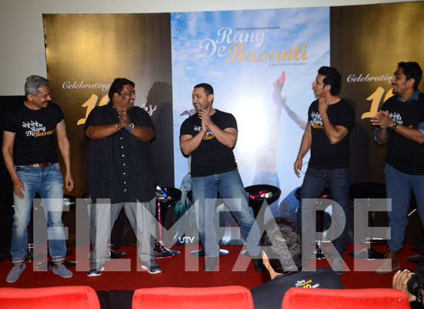 Atul Kulkarni, Ganesh Acharya, Aamir Khan, Sharman Joshi and Siddharth