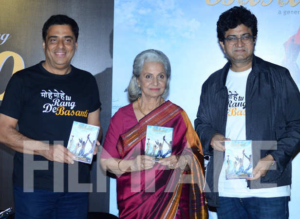 Ronnie Screwvala, Waheeda Rehman and Prasoon Joshi