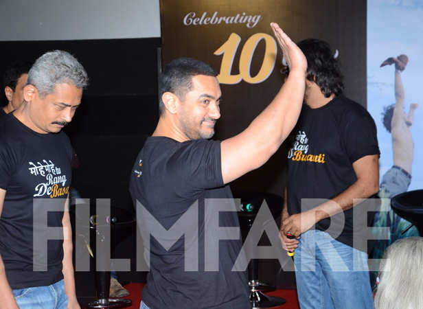 Atul Kulkarni and Aamir Khan