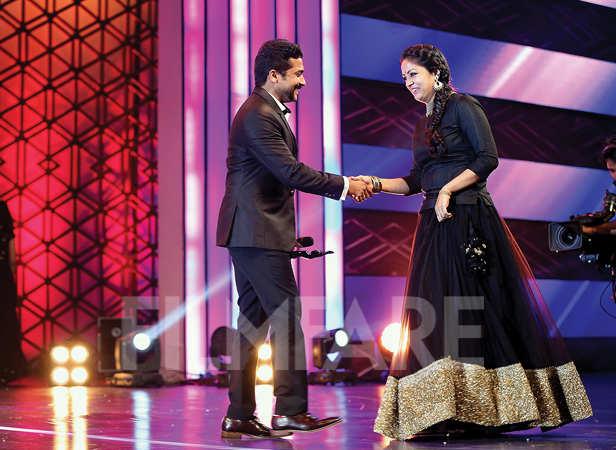 Suriya escorting wife Jyothika on stage