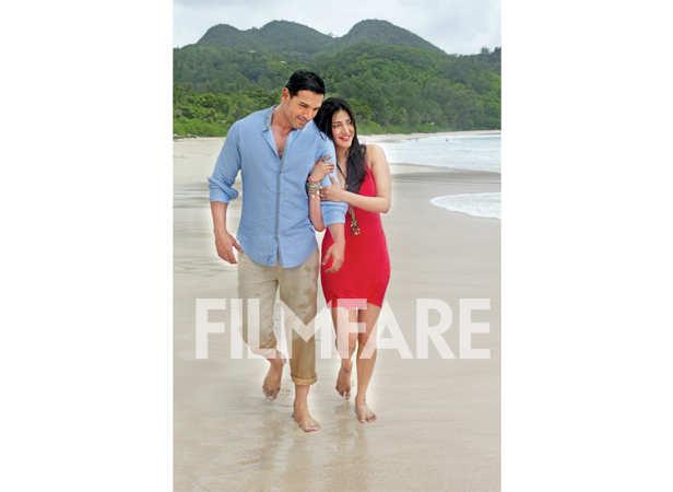 Life's a beach: John Abraham with Shruti Haasan