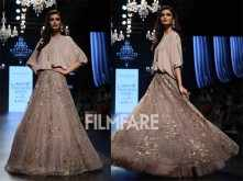Diana Penty sashays the ramp at Lakme Fashion Week Day 3