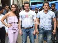 Salman and Sohail promote Tubelight on a TV show
