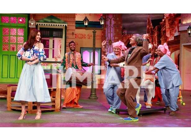 Anushka Sharma dazzles at The Kapil Sharma Show | filmfare com