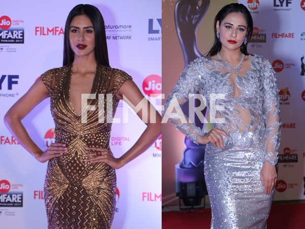 Sonam Bajwa and Mandy Takhar make for a mesmerising sight at the  Jio Filmfare Awards (Punjabi)