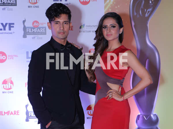 Sargun Mehta and Ravi Dubey set couple goals at the Jio Filmfare Awards (Punjabi)