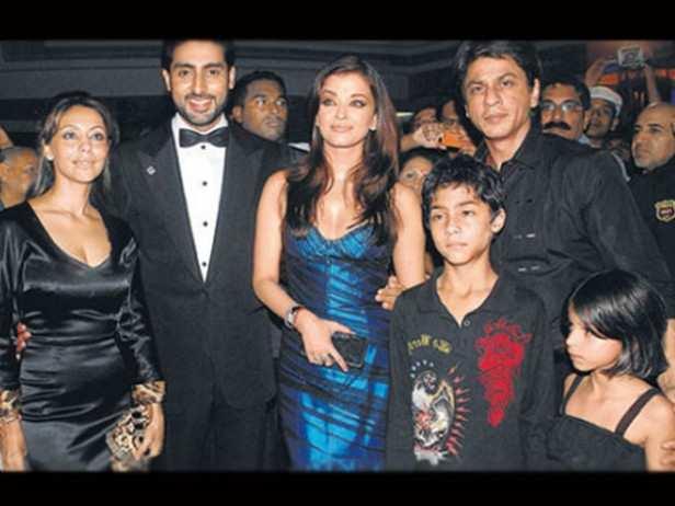 Gauri Khan, Abhishek Bachchan, Aishwarya Rai Bachchan, Shah Rukh Khan, Aryan Khan and Suhana Khan