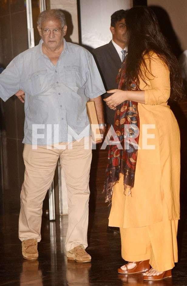 Vidya Balan Sidharth Roy Kapur Aditya Roy Kapur And Family Snapped
